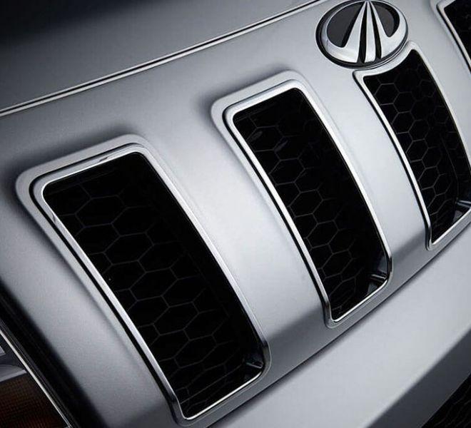 Automotive Mahindra TUV300 Plus Exterior-13